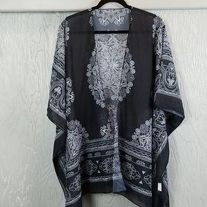 🖤 3/$15 🖤 NWOT.. KIMONO black and white